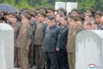 Ông Kim Jong-un đội mưa đưa tiễn nguyên soái Quân đội Triều Tiên