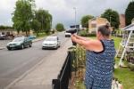 Kỳ lạ người phụ nữ chuyên bắn tốc độ tài xế bằng... máy sấy tóc