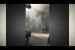 Clip hiện trường đen kịt khói vụ nổ bốt điện nghiêm trọng ở Hà Đông
