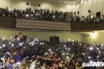 Sinh viên Hà thành bật nghìn đèn điện thoại, mừng U23 Việt Nam vào chung kết