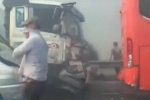 Video: Tai nạn liên hoàn do khói mù, 4 ô tô nát bươm trên cao tốc TP.HCM - Long Thành - Dầu Giây