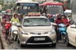 Ảnh: Dân khăn gói về quê nghỉ lễ 30/4, mọi tuyến đường đều tắc cứng