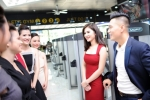 Phan Hải 'Người phán xử' bối rối trong vòng vây của hot girl Hà thành