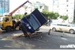 Xe tải lao vào dải phân cách, lật ngang đường, giao thông ùn tắc nhiều giờ ở TP.HCM