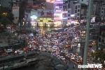 Đường Hà Nội ngập sâu, ùn tắc khủng khiếp sau cơn mưa lớn giờ tan tầm