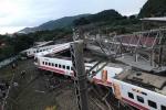 Tàu hỏa Đài Loan trật khỏi đường ray: Ít nhất 17 người chết, khoảng 100 người bị thương
