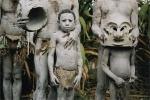 Ảnh quốc tế: Bộ tộc ít người trát bùn tham gia lễ hội
