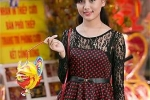 Hotgirl đại học Phương Đông đón Trung thu sớm ở phố cổ
