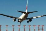 Máy bay chở khách của Canada hạ cánh khẩn cấp vì 'mùi lạ'