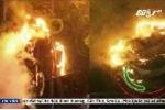 Clip: Chập điện, đèn trang trí Tết cháy dữ dội trong đêm