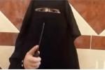 Video: Nữ 'đao phủ' nhí của IS tập chặt đầu