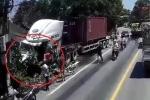 Clip: 2 container tan nát sau cú đấu đầu kinh hoàng trên quốc lộ