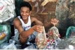 Tái chế thịt thừa từ bãi rác thành món ăn của dân nghèo Philippines