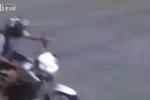 Cảnh sát rượt đuổi người đi môtô như phim hành động và cái kết thảm khốc