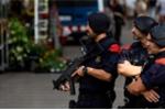 Liều mạng dùng dao tấn công đồn cảnh sát, người đàn ông bị bắn hạ