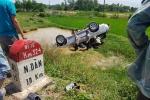Xe Ford lao từ khúc cua xuống ao, 6 người thương vong ở Nghệ An