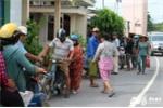 Chủ nhân trúng xổ số gần 100 tỷ đã phát quà từ thiện cho dân nghèo