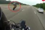 Clip: Ham hố chạy xe bốc đầu, biker lĩnh trái đắng