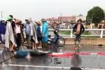 Người phụ nữ bị sét đánh chết khi đạp xe trên cầu ở Nam Định