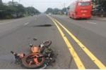 Bị xe khách húc văng hơn chục mét, nam thanh niên Campuchia chết thương tâm