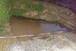 Bé 3 tuổi chết đuối thương tâm dưới hố đào lấy nước xây dựng nhà văn hóa