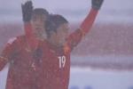 Quê nhà Quang Hải, Văn Thanh vỡ oà sung sướng khi U23 Việt Nam gỡ hòa