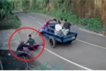 Clip: Xe ba gác 'nổi điên' tự xoay tròn, hất văng người lái
