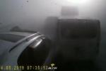 Clip: Khoảnh khắc 10 ô tô đâm nhau liên hoàn do sương mù dày đặc