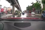 Clip: Ô tô phóng bạt mạng té nước mưa vào người đi đường