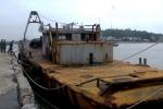Sà lan nghi của Trung Quốc để xây công trình trên biển bị trôi dạt