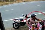 Xôn xao clip thanh niên đi Exciter trộm quần lót nữ phơi ven đường