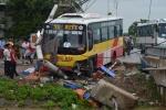 Đứng bắt khách bên đường, tài xế xe ôm bị xe buýt tông chết
