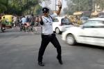 Video: Cảnh sát Ấn Độ vừa nhảy Michael Jackson vừa điều khiển giao thông cực chất