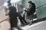 Phẫn nộ clip côn đồ tung chân đá cô gái ngã sấp mặt xuống cầu thang, thản nhiên bỏ đi