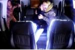 Video: Hành khách khóc thét trong taxi khi bị 'người ngoài hành tinh' tấn công