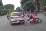 Clip: Ô tô Hyundai i10 huých ngã xe máy rồi bỏ đi gây phẫn nộ