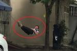 Clip: Chàng trai khoe tuyệt kỹ nằm trên dây như Tiểu Long Nữ khiến dân mạng sửng sốt