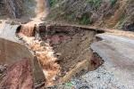 Sạt lở đất đá vùi lấp 2 bố con ở Lai Châu