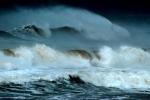 Siêu bão MANGKHUT mạnh cấp 16 sắp tiến thẳng vào Biển Đông