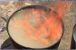 Cận cảnh nước giếng sinh hoạt có thể bốc cháy đùng đùng khiến dân Đắk Lắk hoang mang