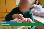 Video: Giận chủ nhà, bảo mẫu hành hạ bé 1 tuổi đến mù mắt