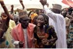 Bị phiến quân Nigeria Boko Haram bắt cóc, yêu luôn kẻ bắt cóc
