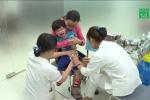 Vì sao nhiều bà mẹ ở TP.HCM từ chối tiêm vacxin và vitamin K cho con?