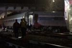 Tàu chở gần 150 khách đâm tàu hàng ở Mỹ, 2 người chết