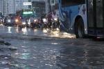 Ảnh: Phố Hà Nội thành sông sau mưa lớn kéo dài