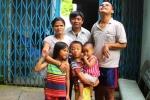 Lòng tốt kỳ lạ của cặp vợ chồng mù cưu mang 38 số phận bất hạnh