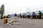 Dân Sóc Sơn mang ruồi đánh bả chặn xe chở rác: Hà Nội chỉ đạo giải quyết dứt điểm