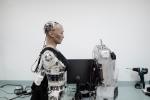 """Sự thật robot muốn """"hủy diệt loài người"""", tuyên bố có thể làm tổng thống tốt hơn ông Trump"""