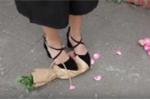 Clip 'Chọn hoa hay ngọc' khiến bạn trẻ tranh cãi không hồi kết