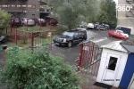Video: Đạp nhầm chân ga, cụ ông phá tan bãi đỗ xe trong tích tắc